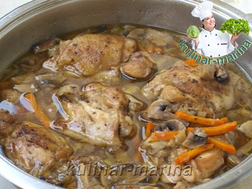 Протушить курицу с грибами и овощами 20-25 минут