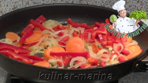 Запеченный карп на овощной подушке с грибами в духовке | Carp baked on vegetables with mushrooms in the oven