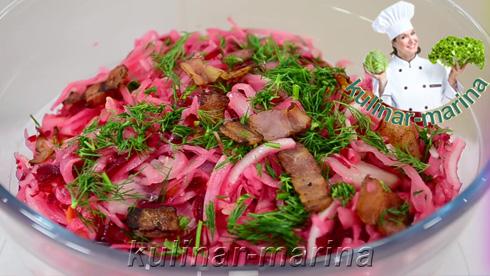 Подробное описание рецепта с пошаговыми фотографиями: Красный салат из соленой капусты с беконом | Red salad of salted cabbage with bacon