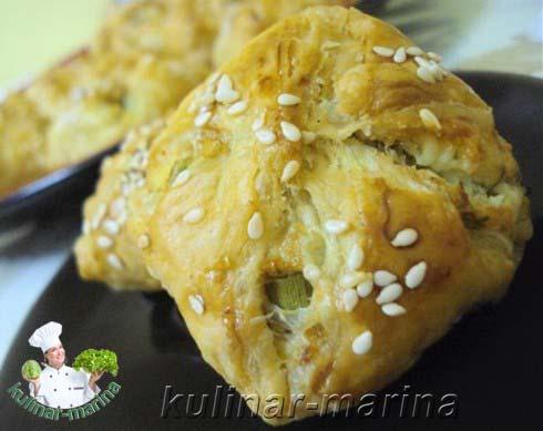 Слоеные пирожки с зеленым луком и сыром